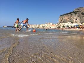 Amiamo ciò che ci somiglia,e comprendiamo ciò che il vento ha scritto sulla sabbia #Cefalù #Summer2015